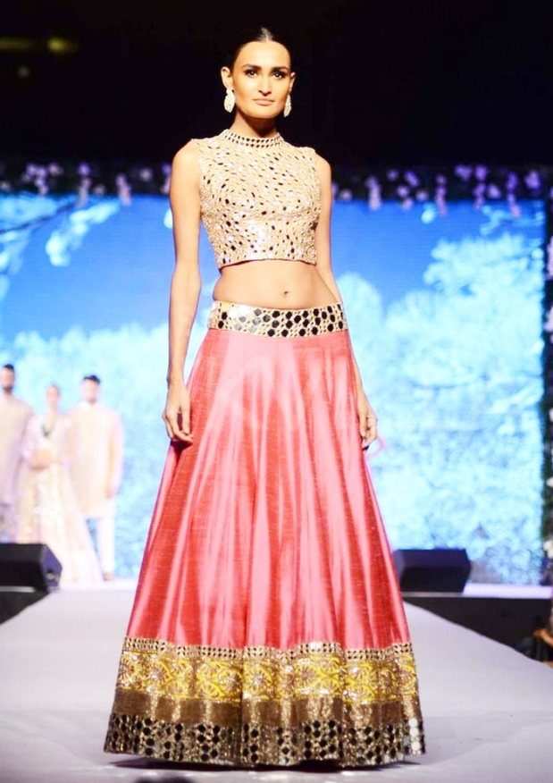 Manish-Malhotra-Wedding-Bridal-Dresses-11