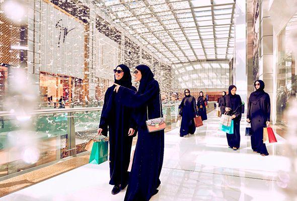 enjoy shopping in dubai festival